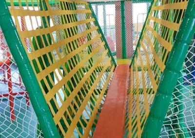 die schmale Brücke-Masulino-Indoorspielplatz-Wiesbaden