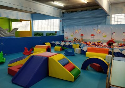 Kleinkinderbereich mit eigenem Bällepool-Masulino-Indoorspielplatz-Wiesbaden